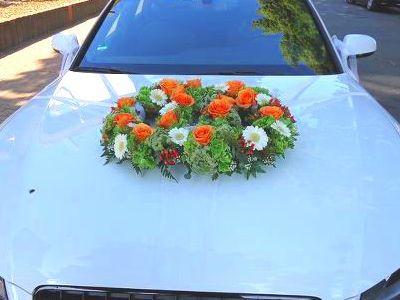 Autochmuck Kranz Blumen art floral Auto Schmuck Hochzeit