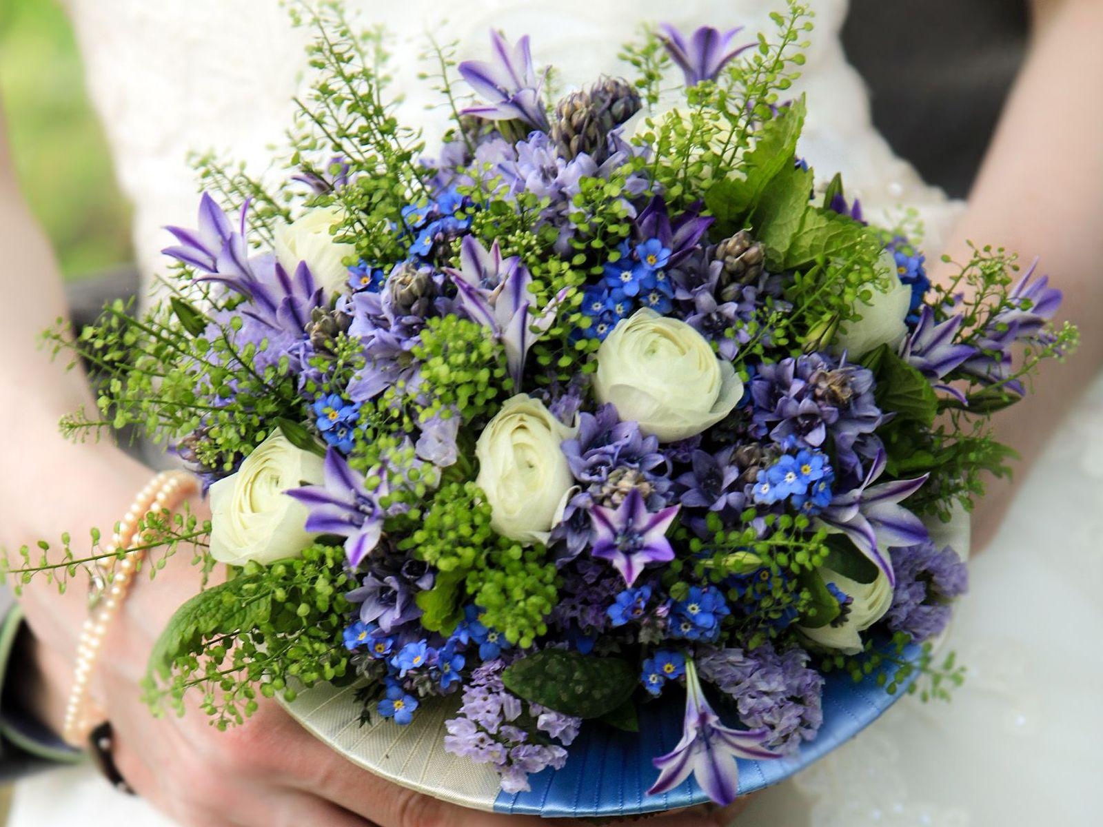 Claudia Brautstrauß Strauß Blumen art floral Leipzig Ehepaar Kleid Hochzeit Trauung
