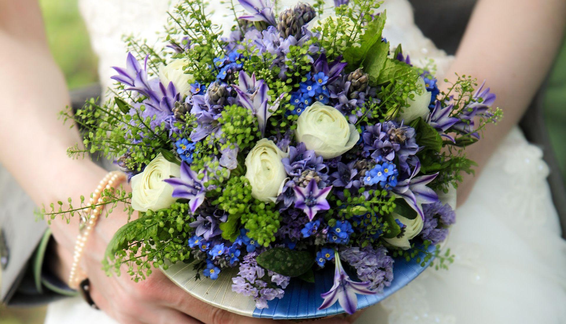 Claudia Brautstrauß Strauß Blumen art floral Leipzig Ehepaar Kleid Hochzeit Trauung Strauß