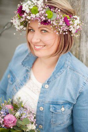 Nancy art floral Blumenstrauß Blumenkranz Lächeln Violett flieder hübsch Frau Braut Gesteck